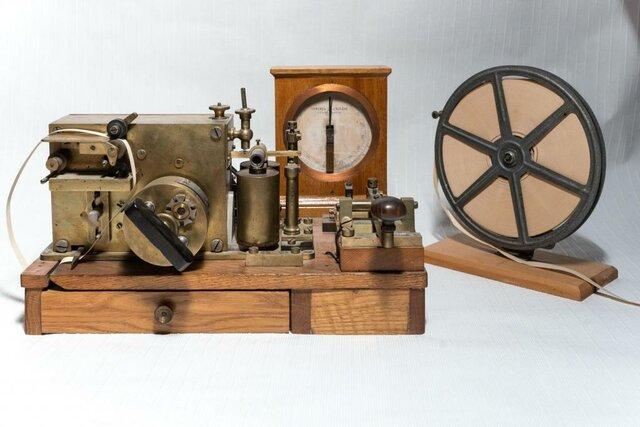 Создане электромагнитного телеграфного аппарата
