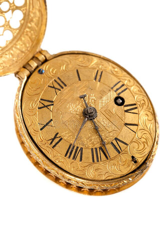 Peter Henlein construye el primer reloj de bolsillo.