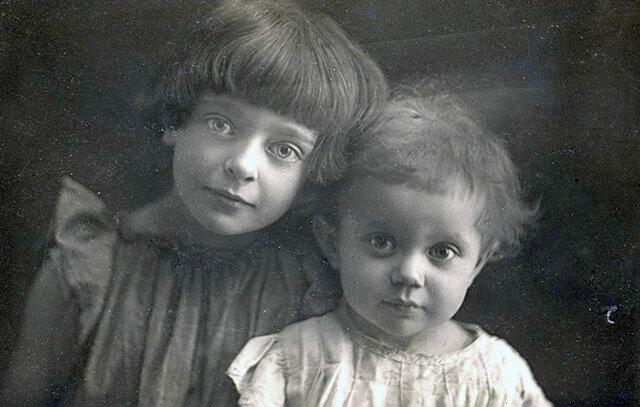 Родила дочь Ирину, которая умерла от голода в возрасте 3 лет
