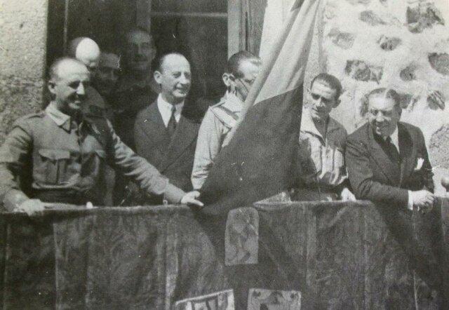 Franco toma Cáceres y Toledo.