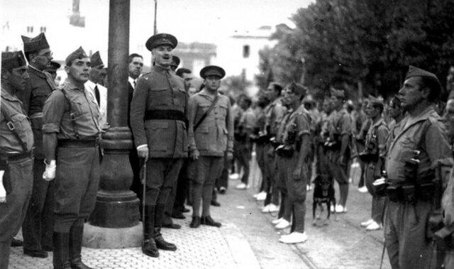 Queipo de Llano se subleva en Sevilla.