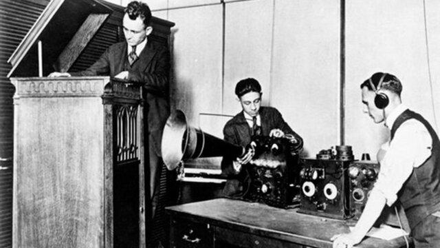Primera transmisión de radio