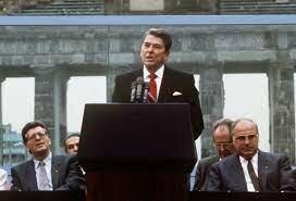 "•""Mr. Gorbachev, Tear Down This Wall!"""