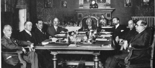 Constitución del Gobierno Presidido Provisional por Alcalá Zamora (abril)