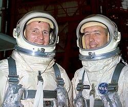 Gemini 4 (First moonwalk)