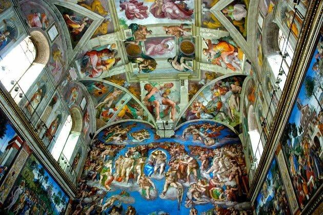 Miguel Ángel comienza a pintar el techo de la Capilla Sixtina
