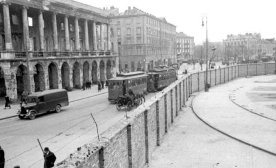 Primera resistència dels jueus al gueto de Varsòvia.