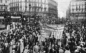 La revolución social se extiende por la zona republicana. Comienza la represión a cargo de grupos descontrolados contra el clero y los acusados de apoyar a los sublevados.