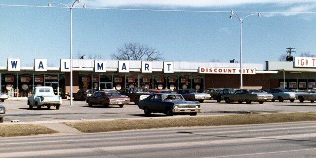 •Sam Walton Opens First Walmart (1962)
