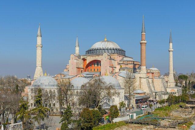 Construcción de Santa Sofía de Constantinopla.