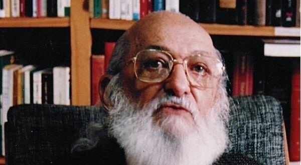 Paulo Freire propone la Educación Popular.