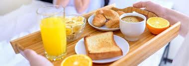 Elle prend son petit-déjeuner à 7h35
