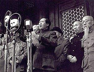 Mao Zedong, toma control de China.