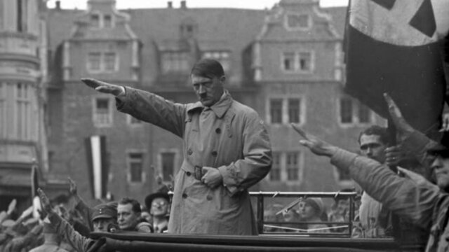 Adolf Hitler se suicida