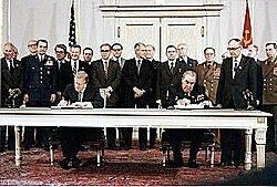 Se firma el tratado SALT II.