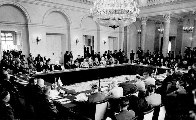 Se desintegra el Pacto de Varsovia.
