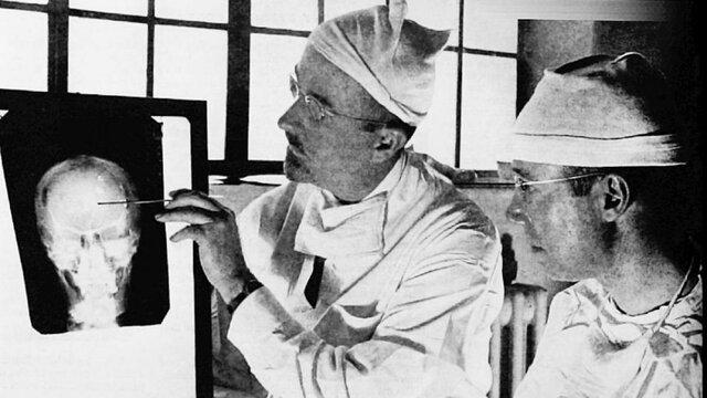Se empieza a practicar la lobotomía en humanos(Walter Freeman)