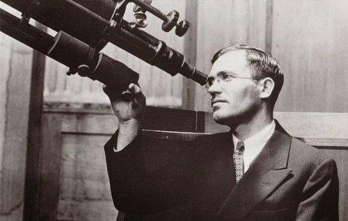 Descubrimiento del PLANETA PLUTÓN por el estadounidense CLYDE WILLIAM TOMBAUGH