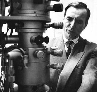 Microscópio Electrónico: Ernst August F. Ruska.