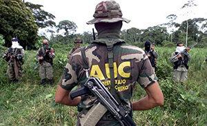 Surgen las AUC (Auto defensas Unidas de Colombia)