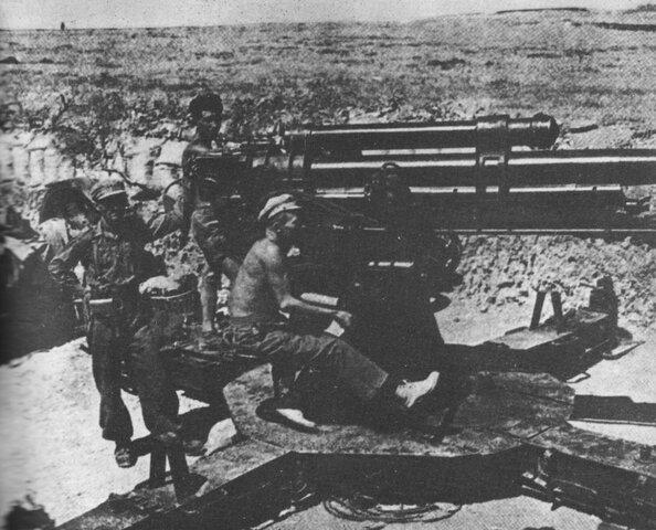 Decisiva derrota de las fuerzas republicanas en la batalla del Ebro