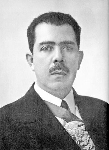 Lázaro CárdenasLázaro Cárdenas es presidente de la República Mexicana
