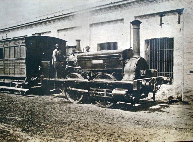 se ignagura el primer ferrocarril