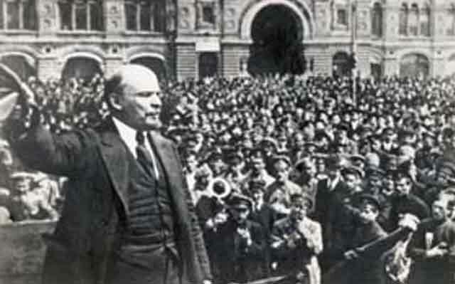 Lenin es detenido  (R.R)