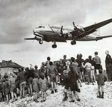 Bloqueo Soviético de Berlín y el inicio de la Guerra Fría.