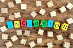 Lucha contra la exclusión y  favor de la inclusión.