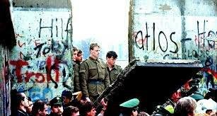Caída del muro de Berlín Descomposición del bloque socialista de Europa oriental .