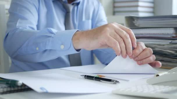 Anexar los documentos que acompañan el escrito