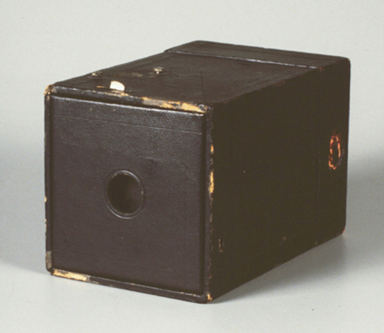 kodak starts to make the so called brownie camera which is a simple brown box