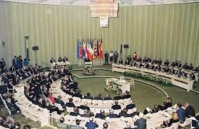 Miembros de la UE firman el Tratado de Maastricht