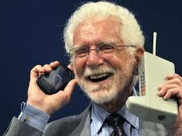 APARECE EL PRIMER  TELÉFONO MÓVIL CON INTERNET