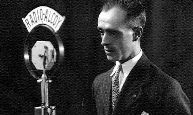 Primera transmisión de radiofónica de larga distancia