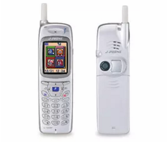Aparición del primer teléfono con cámara digital