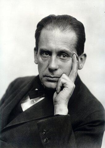 Walter Gropius (1883 – 1969 )
