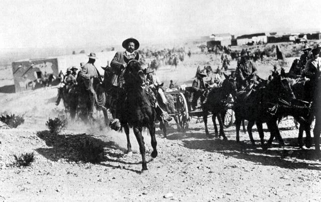 Las fuerzas de la División del Norte, al mando de Francisco Villa, triunfan en Torreón, ciudad defendida por tropas huertistas, luego de dos semanas de intensos combates.