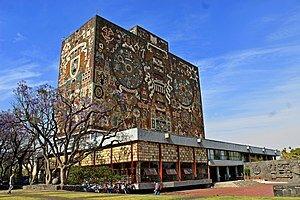 Se inaugura en la Ciudad Universitaria la Biblioteca Central de la Universidad Nacional Autónoma de México.