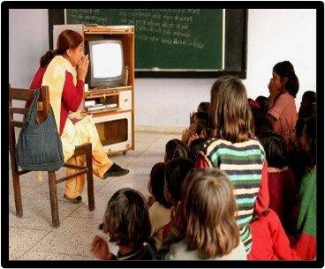 Utilización por primera  vez del televisor en educación.