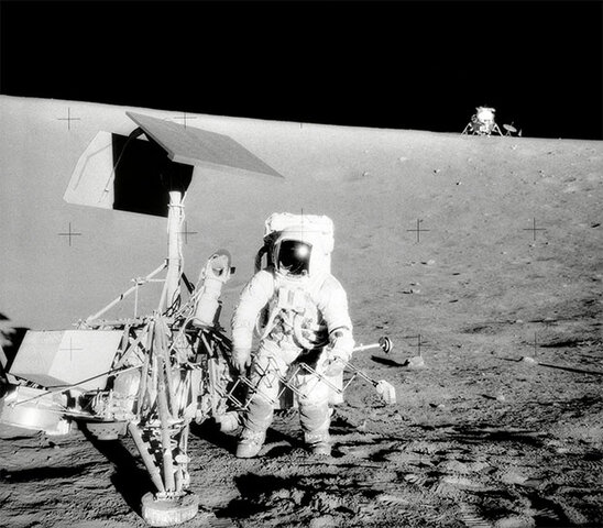 La nave Apolo XI aterriza en la luna