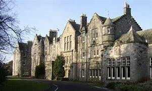 1871 – Primera universidad