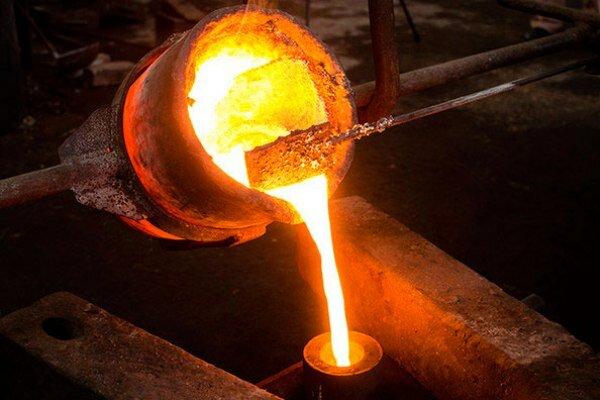 Descubrimiento de técnica para fundir hierro inicia democratización de relaciones de producción