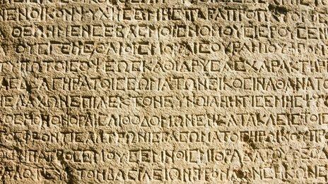 Invención del alfabeto griego, debido a necesidad de registrar transacciones comerciales