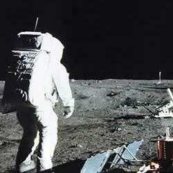 Por primera vez el hombre pisó la luna