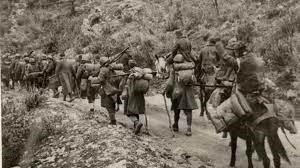 El ejército griego repele a los italianos y los fuerza a retroceder.