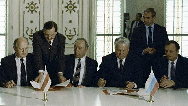 Firma del Acuerdo de disolución de la URSS, 8 de diciembre de 1991
