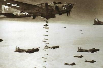 La Fuerza Aérea de EE.UU. bombardea Alemania