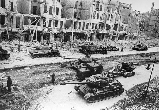 """""""Los aliados entran a Berlín"""""""